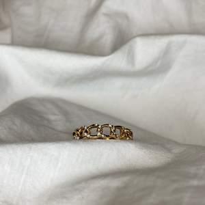 såå fina ringar som liknar ett annat som jag säljer ❤️ kostar 50kr + 12 kr frakt 💕 storlek M/L  (man får med extras!)