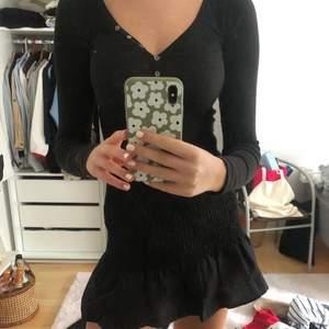 Säljer denna långärmade tröja från tommy hilfiger! Säljes pga rensning av garderob