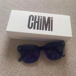 Intressekoll på dessa chimi solglasögon i modellen 005 färgen ACAI. Säljer pga att jag har flera, de är i helt nyskick och inte använda mer än 1 gång💕fodral och putsduk kommer med om det önskas. Köparen står för frakt. Kontakta mig privat vid frågor💕 BUDA I KOMENTARERNA