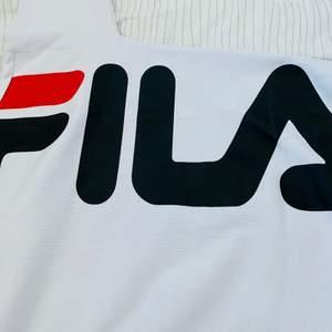 Fila tröja i stl xs (lite oversize modell)  Endast använd en gång så är i bra skick.