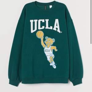 Populär tröja från hm😁💞 köpt i L för ville h den lite mer overzised☺️ jätte bra skick, nyligen köpt. Pris går att diskuteras