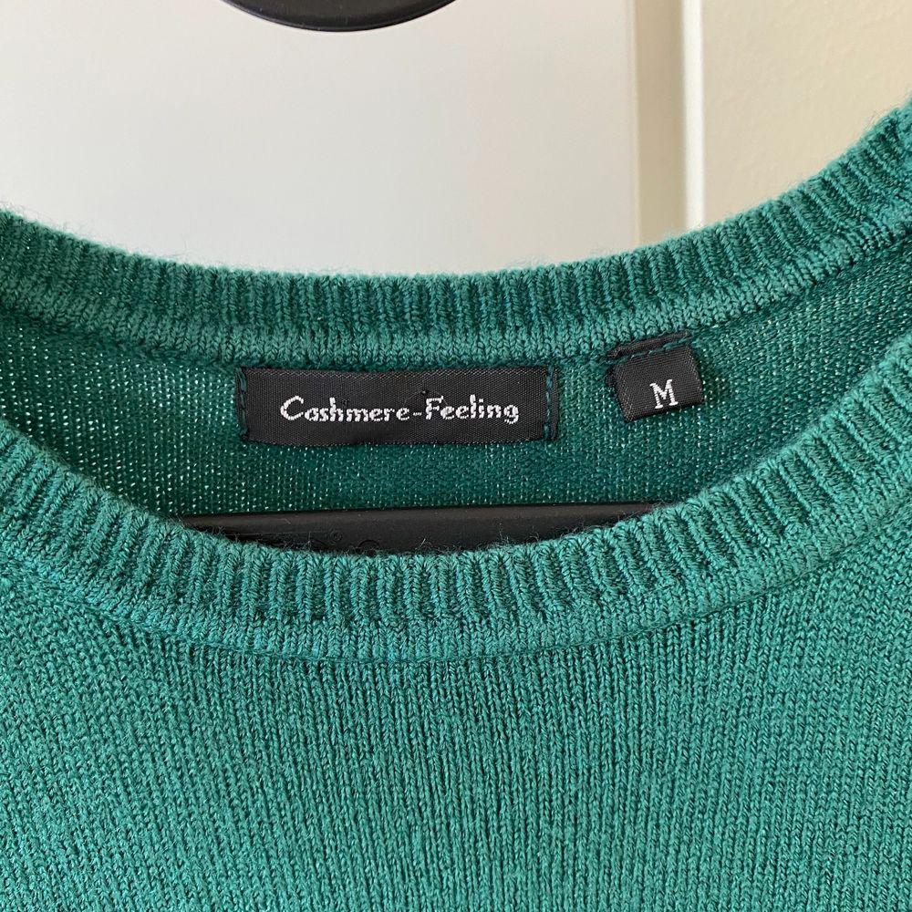 Superfin tröja i kashmir men vet ej hur mycket eftersom jag tagit bort lappen:(, superfint skick!! Som ny💚💚 om många är intresserade blir det budgivning . T-shirts.