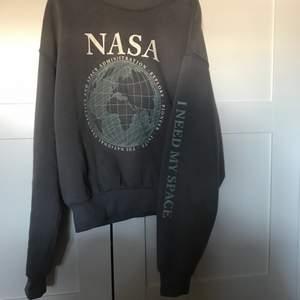 En NASA hoody i storlek S