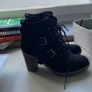 Har använt dem 1 gång. Dessa skor är väldigt användbara till vintern om du vill klä dig mer fancy.