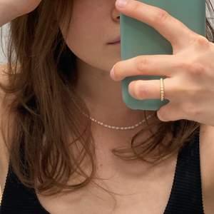 Handgjort halsband 🤩 Bra kvalité som man kan duscha och bada med 😍 Tveka inte vid frågor ☺️ Priset är inklusive frakt 😇