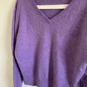 FIN oversized lila tröja! Säljer då den inte kommer till användning. ⭐️