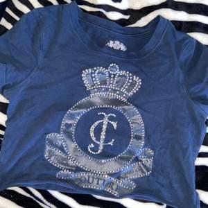 croppad tröja från juicy couture, fint skick. passar storlek xs-s💞
