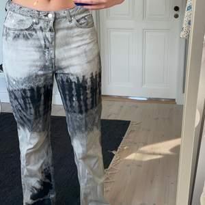Säljer dessa slutsålda weekday jeans som inte kommer till användning. Storlek w29 och L34. De sitter Såhär på mig som är ca 177cm
