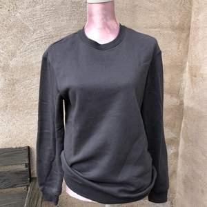 Mörkgrå sweatshirt från h&m herravdelning storlek xs. Köparen står för frakt!💕