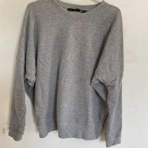 Nu säljer jag denna väldigt fina tröja från lager 157. Storlek M och knappt använd, därmed väldigt bra skick. Säljer då den ej längre passar. Hör av er för fler bilder:) köparen står för ev frakt