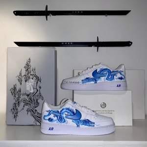 Jag gör custom design på läderskor!! Tveka inte att höra av er, kan göra vad som🙌🏼 skicka in era skor till mig och välj design helt fritt, så postar jag tillbaka🔥🔥