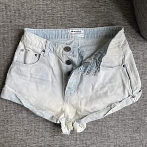 Ljusblå löst sittande shorts från oneteaspoon, lite små för mig så hoppas de kan komma till användning hos någon annan :) 💗