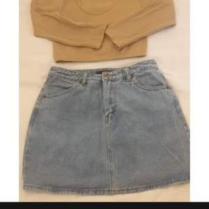 Jeans kjol från Forever21 i storlek..