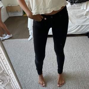 Levis jeans 711 skinnyjeans, lågmidjade. I mycket bra skick. 3 för 2 på allt jag säljer😊😊