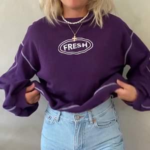 (Lägger ut igen då köparen var en oseriös köpare)                         Fet oversized sweatshirt i mycket bra skick! Kan hämtas upp i Växjö och Älmhult annars står köparen för frakten!🥰