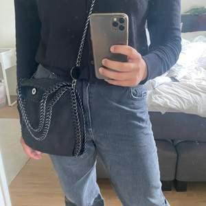 Superfin väska som liknar Stella McCartneys, i nyskick! 💕 Kom ihåg att bud är bindande!!