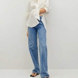 Perfekta jeans för någon längre i strl 38, nyskick💙 säljer pga att jag köpte 2 storlekar. Slutsålda. Budgivning från 190+ frakt om folk är intresserade🥰