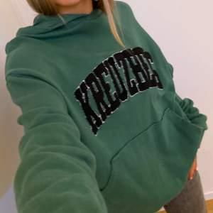 oanvänd populär grön hoodie från asos stl xs, men är mer som en s-m
