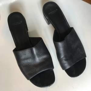 Sandaler i svart skinn i storlek 39 från märket Vagabond 🖤