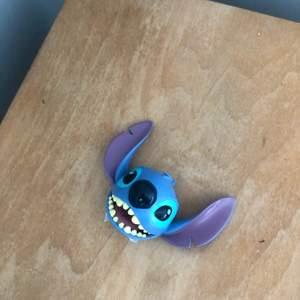 Stitch från Disney, original pris $48 (300:-) men säljes för 100:- frakt tillkommer. Till Disney-samlare!