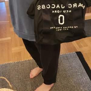 Väska I nyskick från marc jacobs.  Väskan är rymlig.