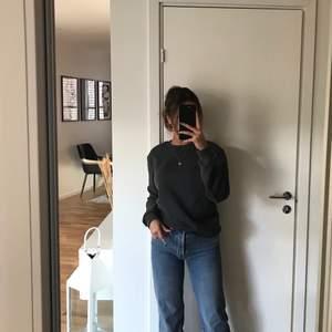 as najs straightleg jeans från bok bok i storlek 37, skulle säga en XS/S, sitter as fint där bak och är långa i storleken, är själv 166cm