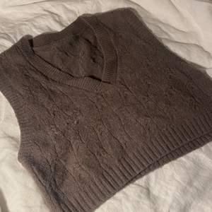 Säljer denna otroligt mysiga vesten som är köpt på yesstyle för nått år sedan! Framgår ingen storlek, men passar på mig som oftast bär S!!! (Bild tagen från hemsidan)