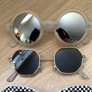 Säljer dessa solglasögon (#1 Högst upp - #4 Underst) #1 (70kr) #2 (50kr) #3 (80kr) #4 (40kr) ❤️ lite frakt tillkommer.