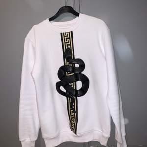 Cool tröja i bra skick! Köparen står för frakten, kan även mötas upp:)
