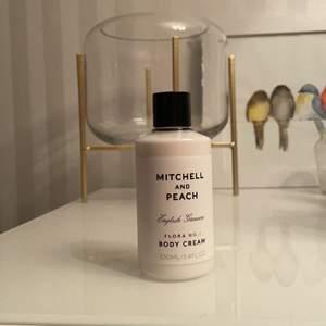Från mitchell and peach, lukten heter flora no.1, aldrig använd