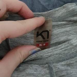 Hyfsat ny Långärmad KARI TRAA tröja med