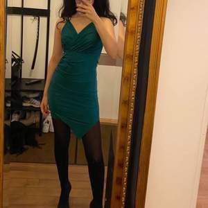 Grön klänning från sheinside säljer pga utrensning, storlek XS (passar xs-s), 150kr