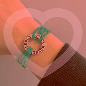 """❤️Alla hjärtans dag-armband❤️(reglerbar, """"mormor"""")14 februari är det alla hjärtans dag!😻 Armbandet har garanterad hållbarhet och ska inte gå sönder⭐️Kolla in mina andra smycken för alla hjärtans dag m.m🥰"""