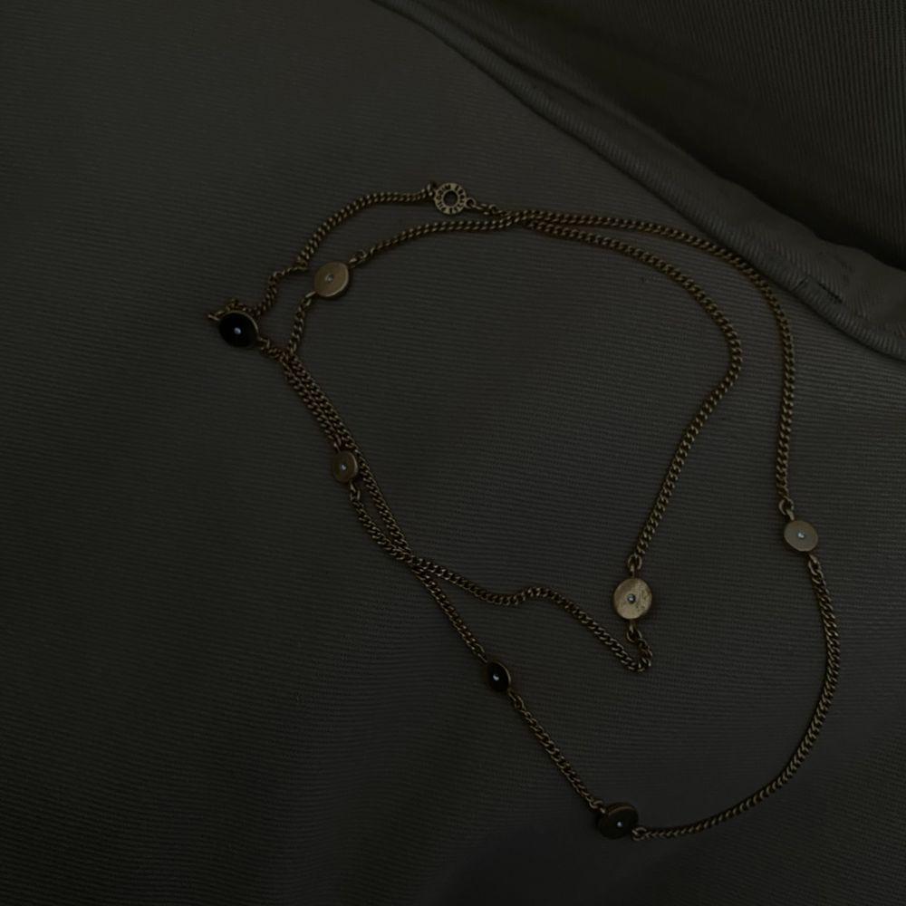 Perfekt att styla med andra halsband!. Accessoarer.