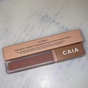 Caias mest sålda och populäraste liquid lipstick i färgen My Darling, den är knappt använd. Och säljs pga tycker att färgen inte passa mig ( är feg när det gäller fäger i smink). Köpt för 195 och säljs för 160 Frakten är gratis som vanligt!