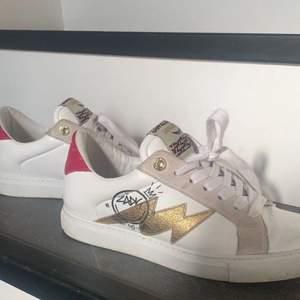 💕INTRESSEKOLL💕 på mina fina zadig skor. Köpta på Zadig butiken i Stockholm i somras, mycket fint skick. Skriv privat för mer info:)!! kvitto, dustbag samt skokartong finns kvar! kan tänka mig att byta mot saker