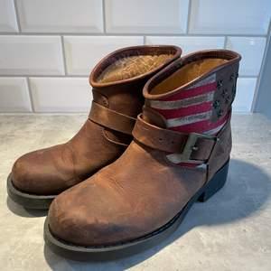 Boots / kängor från Urban Project, använda några gånger men i fint skick 🥰 perfekta höst- eller vinterskor! Strl 36
