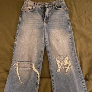 Stora wide leg jeans från Gina. De är lite slitna längs ner då de är lite för långa för mig. Jag är 170 cm.