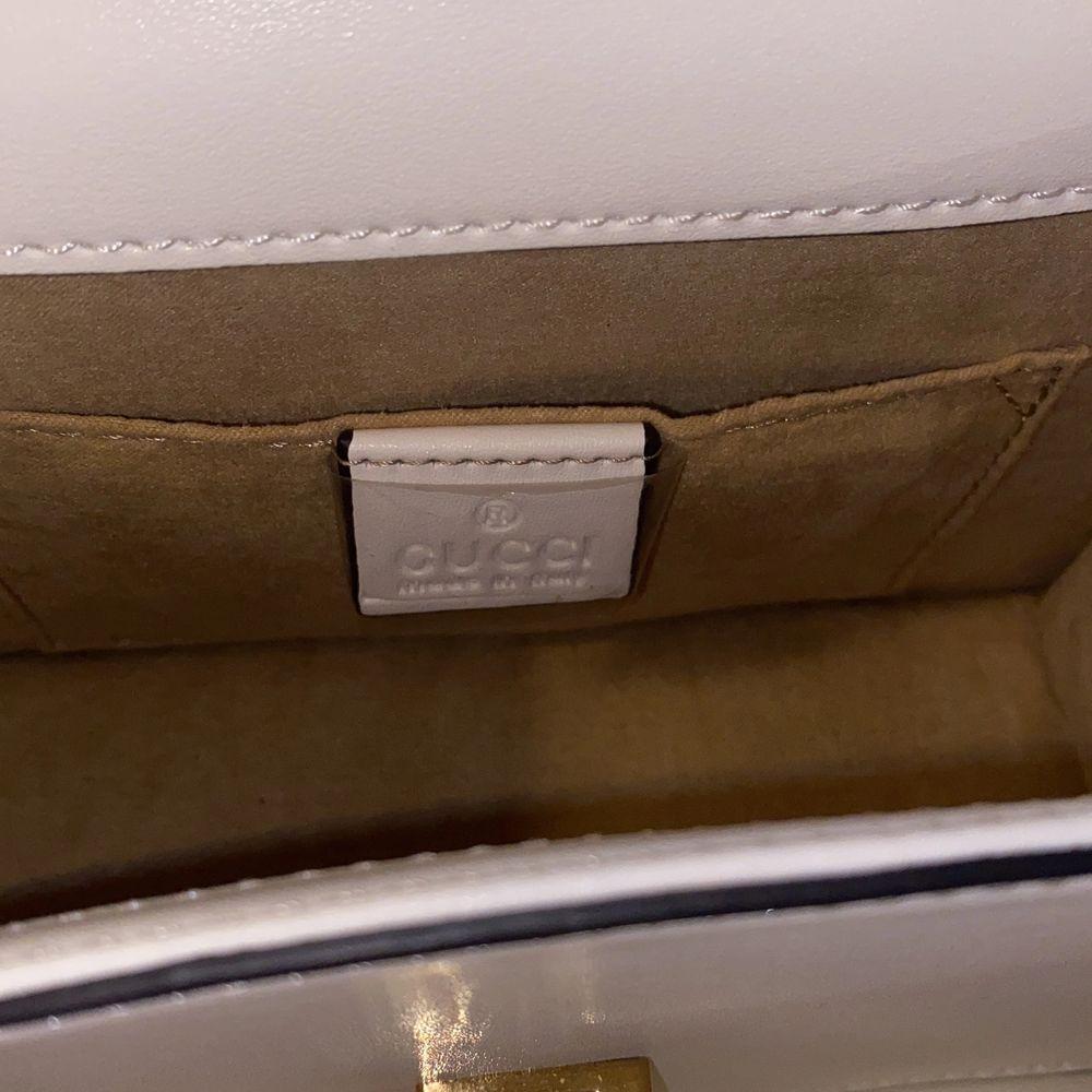 En jätte fin A-kopia äkta läder, väskan är oanvänd. Det är en kopia av topp kvalitet, man ser knappt skillnad på denna och originalet. Säljs ifall jag får ett bra bud, så kom med bud ☺️. Väskor.