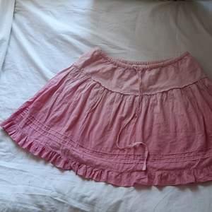 Supersöt kortare kjol i