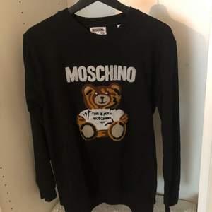 Moschino tröja oanvänd storlek M