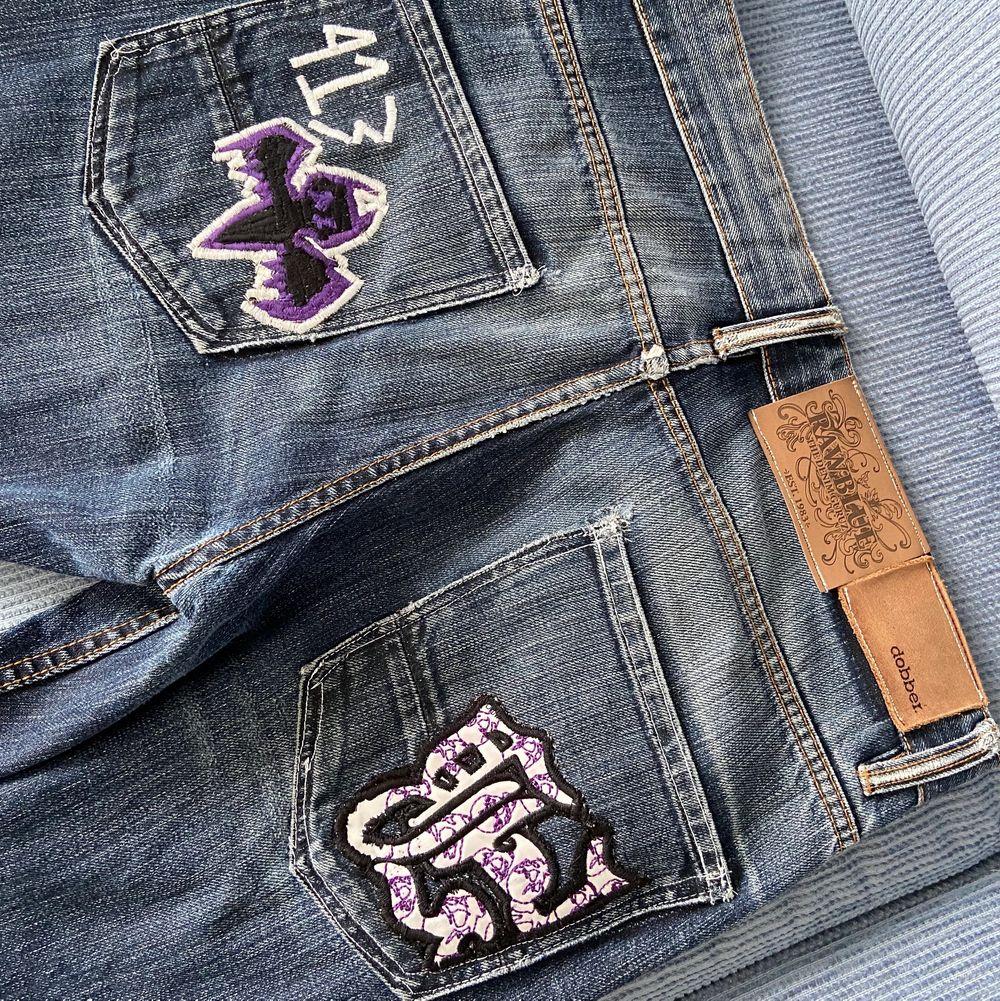Säljer dessa jeans som jag själv har gjort. Budgivning i kommentarerna ifall flera är intresserade. Jeans & Byxor.
