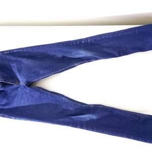 En fin jeans som jag har använt bara några gånger. Storlek är 36.
