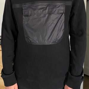 Säljer min sparsamt använda WESC tröja som är en sample. Skick 9/10, finns på söder och kan annars självklart fraktas. Storlek M herr & storlek L dam. Allt gott!
