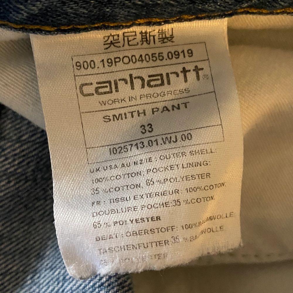 Säljer nu mina Carhartt Smith Pant som har en baggy/relaxed passform. Det är storlek 33, men jag som har 32 i midja kunde ha på mig dem med hjälp av ett bälte. Tveka inte att skriva mer eller fråga om mer bilder vid intresse!. Jeans & Byxor.