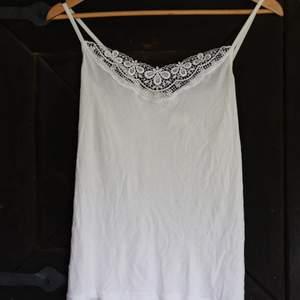 Säljer pga att det inte kommer till användning, därav har linnet inte heller använts mycket och är i fint skick! 🌱 Har du några andra frågor så skicka iväg ett meddelande bara! 🌱