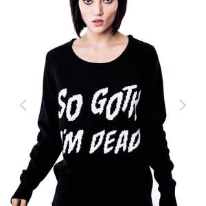 PRISSÄNKT Säljer denna snygga stickade tröja från killstar! Den är i storlek XS men passar nog även S. Den är endast provad så det är nyskick på den! Skriv till mig vid intresse🖤
