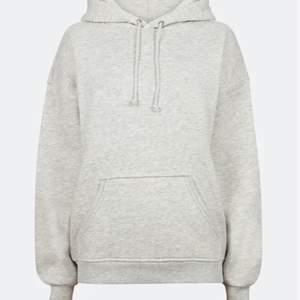 Säljer min hoodie från bikbok då den är för liten. Använd men fortfarande jättefin. , skriv privat för mer bilder. Pris 100 +frakt (nypris 300)