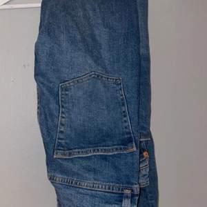 Jätte fina jeans, Storlek: S tror ja.                               Helt oanvända (skriv för fler bilder)💗