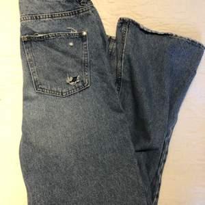 Håliga, baggy jeans från H&M. Jag är 165cm för referens.